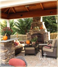 Incredible Autumn Decorating Ideas For Backyard 47