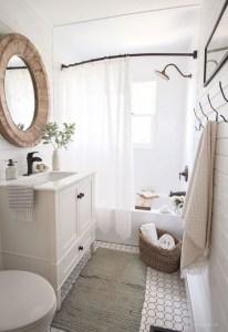 Popular Farmhouse Small Bathroom Decorating Ideas 32