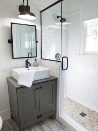Popular Farmhouse Small Bathroom Decorating Ideas 33