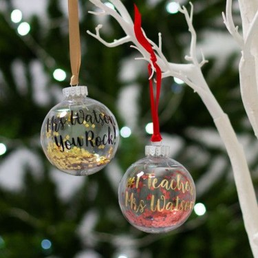 Best Home Decoration Ideas With Snowflakes And Baubles 50