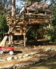 Captivating Treehouse Ideas For Children Playground 43