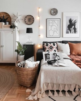 Stylish Spring Home Décor Ideas You Will Definitely Want To Save 39