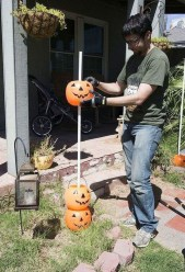 Newest Diy Outdoor Halloween Decor Ideas That Very Scary 05