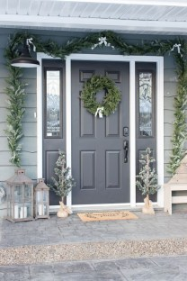 Adorable Front Door Christmas Decoration Ideas That Trend This Year 02
