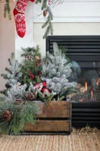 Awesome Christmas Farmhouse Porch Décor Ideas 05