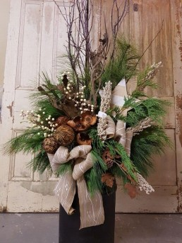 Charming Outdoor Décor Ideas For Christmas To Try 03