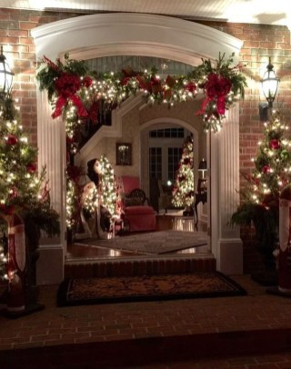 Charming Outdoor Décor Ideas For Christmas To Try 16