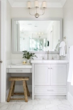 Wonderful Single Vanity Bathroom Design Ideas To Try 12