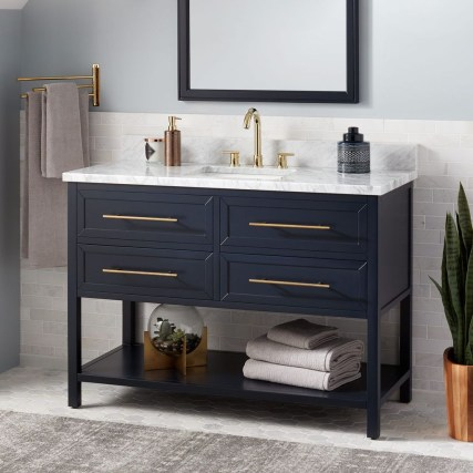 Wonderful Single Vanity Bathroom Design Ideas To Try 47