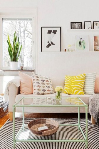 Awesome Glass Coffee Tables Ideas For Small Living Room Design32