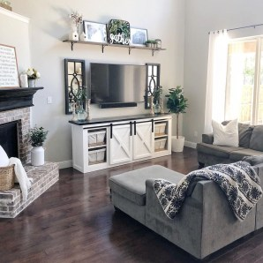 Awesome Living Room Design Ideas With Farmhouse Style36