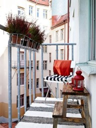 Creative And Simple Fall Balcony Décor Ideas For Small Apartment22