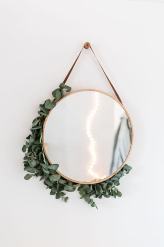 Best Ways To Decorate Your Circle Mirror With Garland31