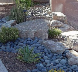 Cool Front Yard Rock Garden Ideas01