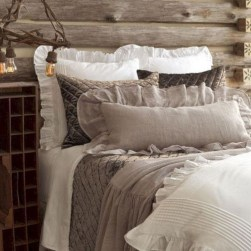 Amazing Farmhouse Style For Cozy Bedroom Decorating Ideas02