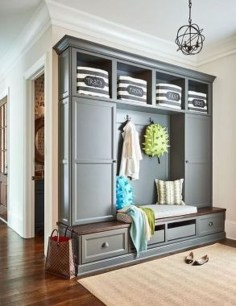 Beautiful Farmhouse Mudroom Remodel Ideas22