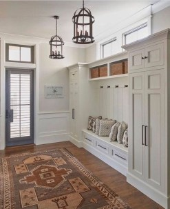 Beautiful Farmhouse Mudroom Remodel Ideas33