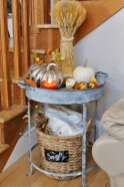 Charming Home Fall Decorating Ideas With Farmhouse Style10