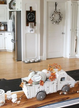 Charming Home Fall Decorating Ideas With Farmhouse Style32