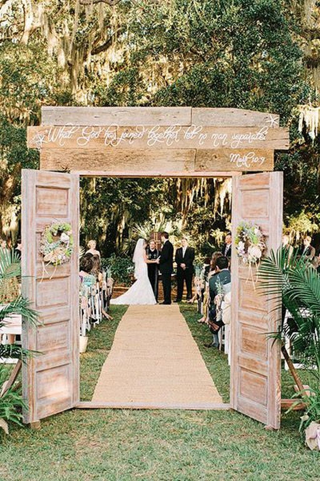 Hottest Wedding Decorations Ideas On A Budget08
