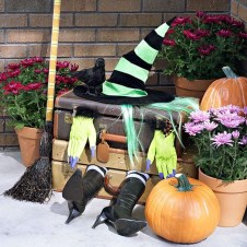 Stylish Wicked Halloween Porch Decorating Ideas On A Budget13