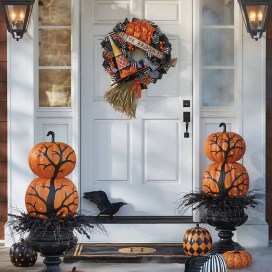 Stylish Wicked Halloween Porch Decorating Ideas On A Budget19