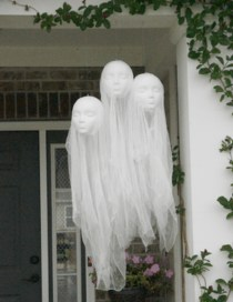 Stylish Wicked Halloween Porch Decorating Ideas On A Budget23