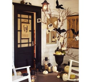 Stylish Wicked Halloween Porch Decorating Ideas On A Budget28