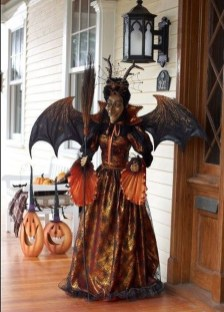 Stylish Wicked Halloween Porch Decorating Ideas On A Budget39