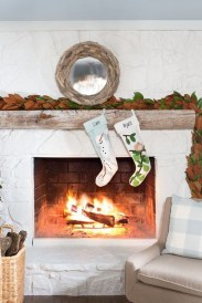 Incredible Christmas Mantel Decorating Ideas Budget02