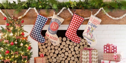 Incredible Christmas Mantel Decorating Ideas Budget25