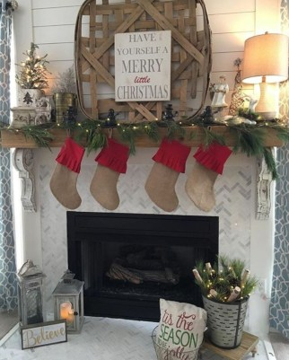 Incredible Christmas Mantel Decorating Ideas Budget31
