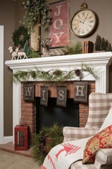 Incredible Christmas Mantel Decorating Ideas Budget34