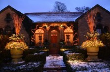 Pretty Christmas Front Yard Landscaping Ideas13
