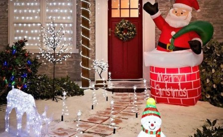 Pretty Christmas Front Yard Landscaping Ideas41