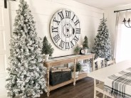 Stunning Farmhouse Christmas Entryway Design Ideas19