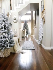 Stunning Farmhouse Christmas Entryway Design Ideas29