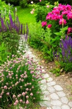 Inspiring Stepping Stone Pathway Decor Ideas For Your Garden17