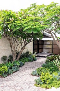 Pretty Front Yard Landscaping Ideas30