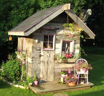 Awesome Shed Garden Plants Ideas13