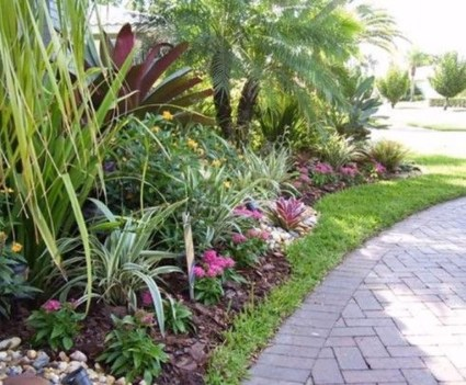 Wonderful Tropical Landscaping Ideas For Garden38