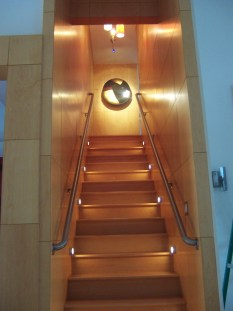 Beautiful Color Ideas For Your Stairs Decoration45