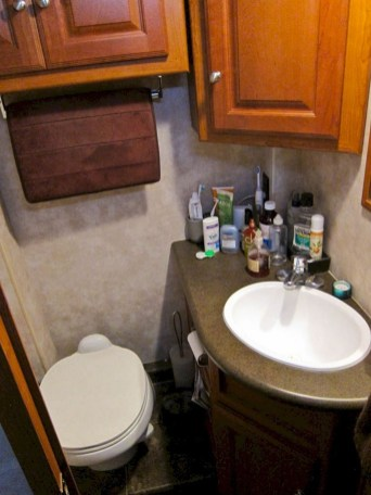 Fascinating Rv Remodel Ideas For Bathroom On A Budget40
