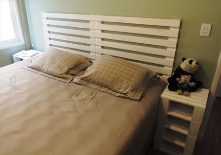 Unordinary Recycled Pallet Bed Frame Ideas To Make It Yourself29