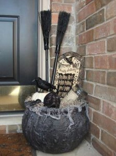 Awesome Scary Halloween Porch Ideas To Try Today33