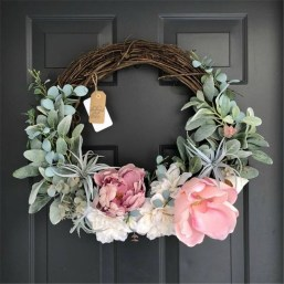 Pretty Wreath Decor Ideas To Hang On Your Door11