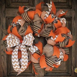 Pretty Wreath Decor Ideas To Hang On Your Door19