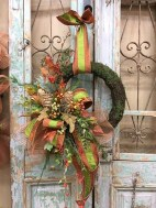 Pretty Wreath Decor Ideas To Hang On Your Door34