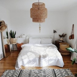 Cute Chandeliers Decoration Ideas For Your Bedroom06