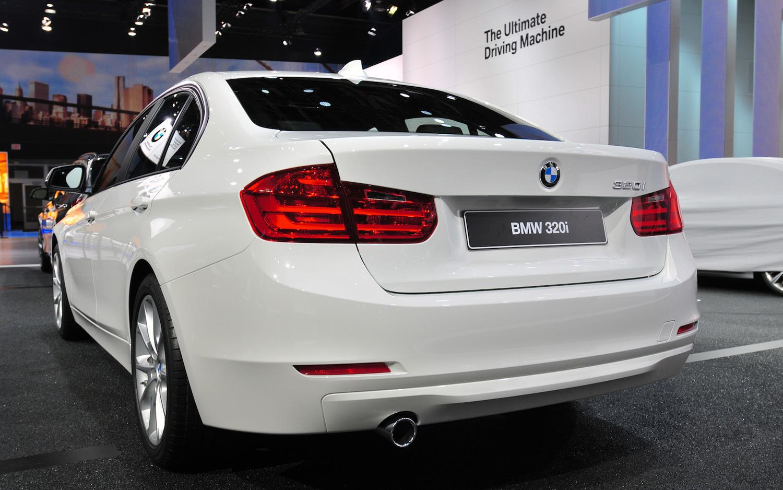 2013-bmw-320i-sedan-rear-view-2